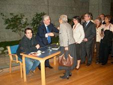 Sessão de autógrafos de Seixas da Costa