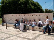 Piquenique junto do mural de Belém